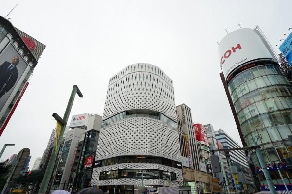 政府からの緊急事態宣言を受け、ソニーストア 銀座 / 大阪 は 4月25日(日)から当面の間、臨時休業に